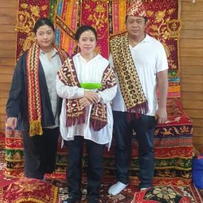 Di Kampung Halaman Pulau Pisang, Ketua DPR RI diberi Gelar Adat Ratu Mutiara Kartadilaga