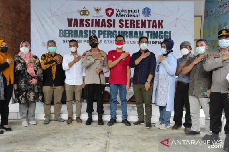 Stafsus-Presiden-selenggarakan-vaksinasi-COVID-19-bagi-mahasiswa-UBB.jpg