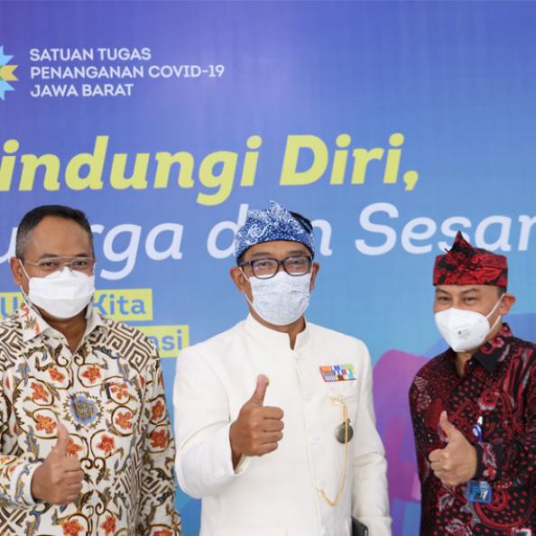 Taspen Salurkan Bantuan 100 Paket Sembako Kepada  PWRI Provinsi Jawa Barat